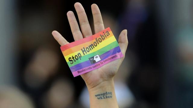 http://gaypress.eu/wp-content/uploads/2014/01/stop.jpg