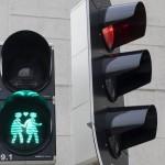 Nederland, Utrecht, 08-03-2016 Nederland, Utrecht, 08-03-2016 In Utrecht is het eerste homoverkeerslicht van Nederland onthuld. Op de voetgangerslichten staan twee figuurtjes van hetzelfde geslacht. De lichten staan op verschillende locaties buiten het centrum. De lichten staan samen met het regenboogzebrapad in de stad symbool voor de gelijke rechten voor homo's en lesbiennes.  In Utrecht the first gay traffic in the Netherlands is unveiled. At the pedestrian lights are two characters of the same sex. The lights are at different locations outside the city center. The lights are together with the rainbow crosswalk in the city symbol for equal rights for gay and lesbians. Foto: Bas de Meijer / Hollandse Hoogte