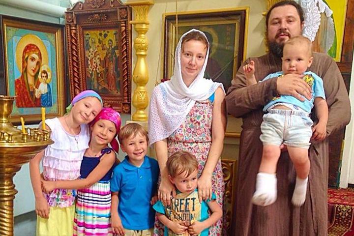 Anna Kuznetsova with family