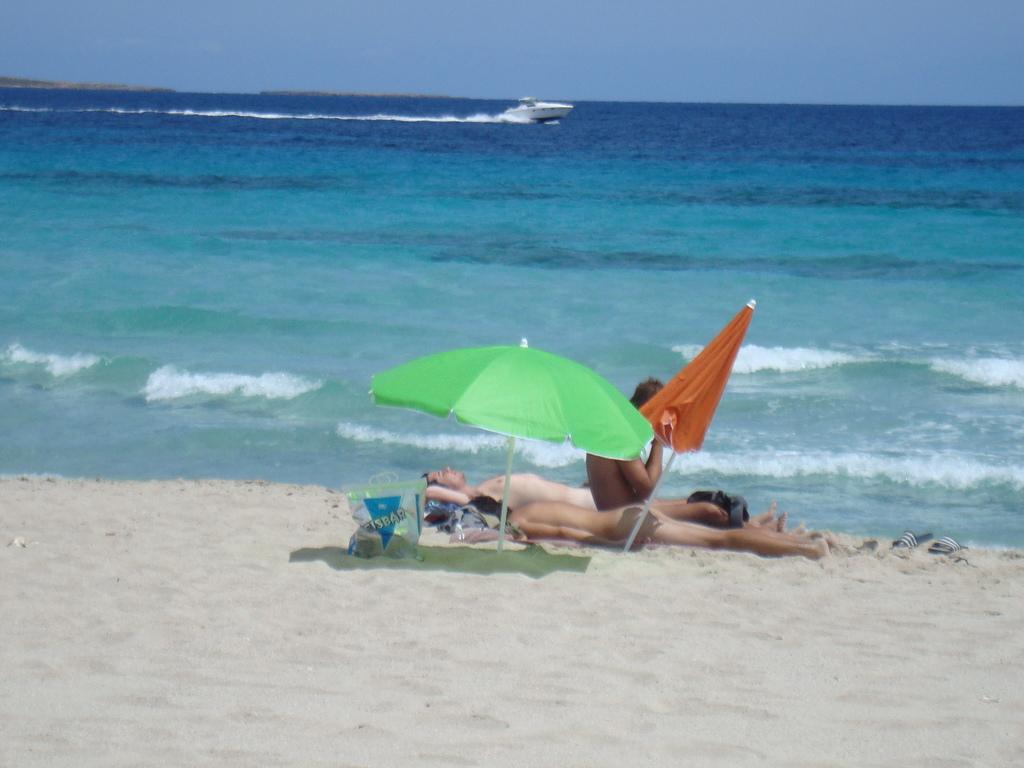 gay beach tourism sea 5_1